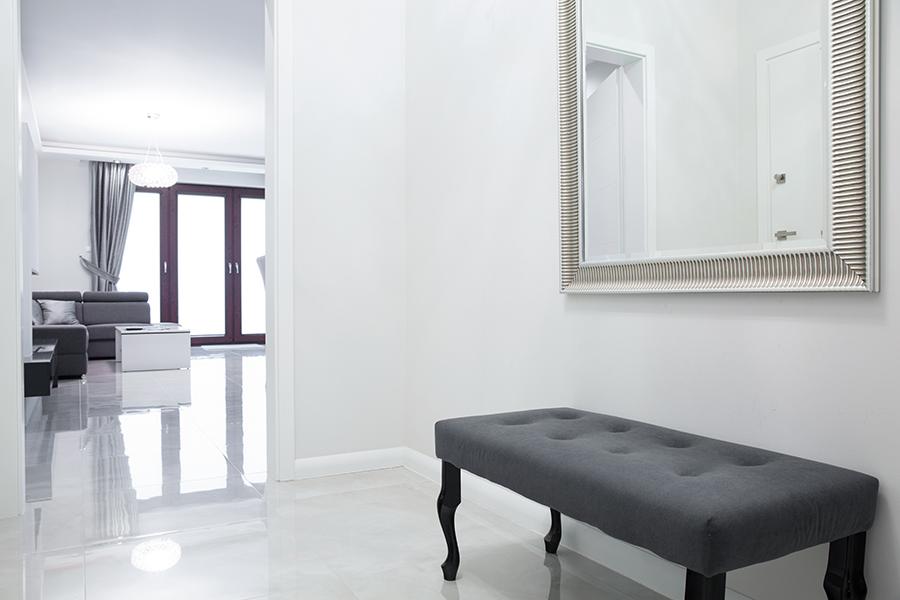 igualmente los cuadros o fotos son tambin como los espejos un elemento muy apropiado para decorar el recibidor aportan calidez cercana color - Recibidores Con Encanto